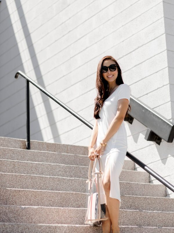 clear India Hicks tote - PINK SANDS TOTE on lifestyle blogger Diana Elizabeth