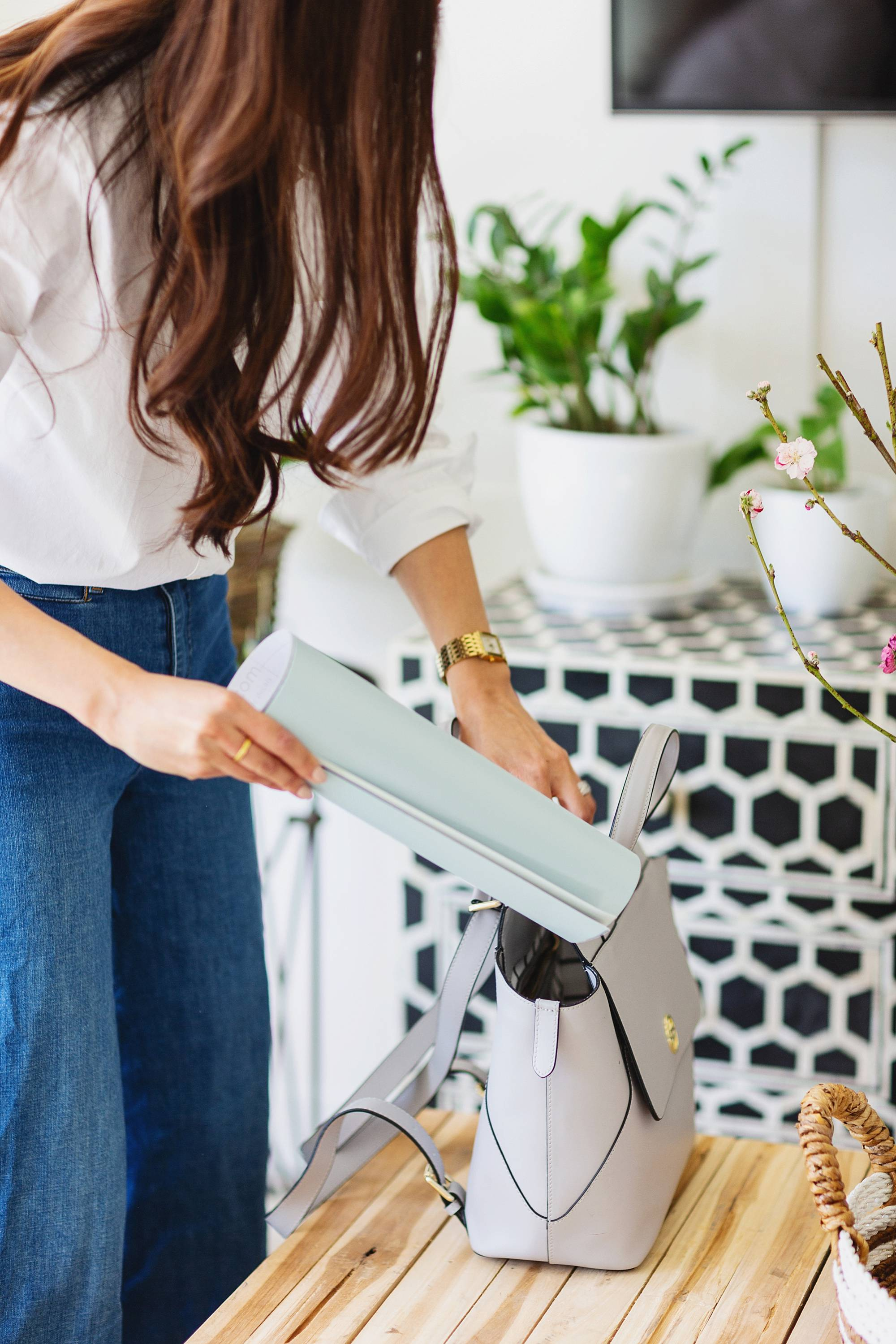 peel and stick paint samples easy no mess and cheaper than a quart of pain - check out Samplize with lifestyle blogger Diana Elizabeth, home and lifestyle blogger