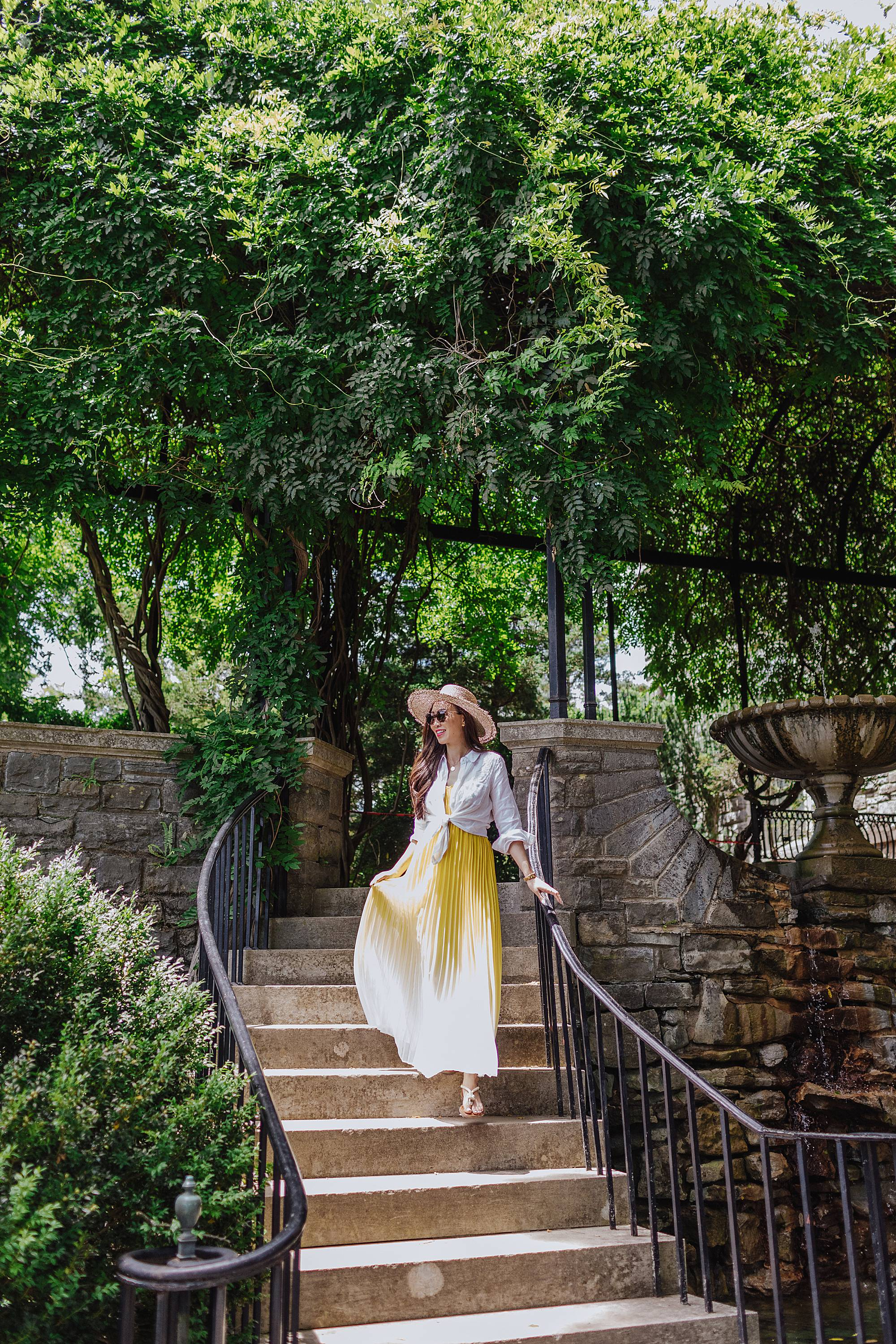 yellow summer dress exploring cheekwood estates in nashville