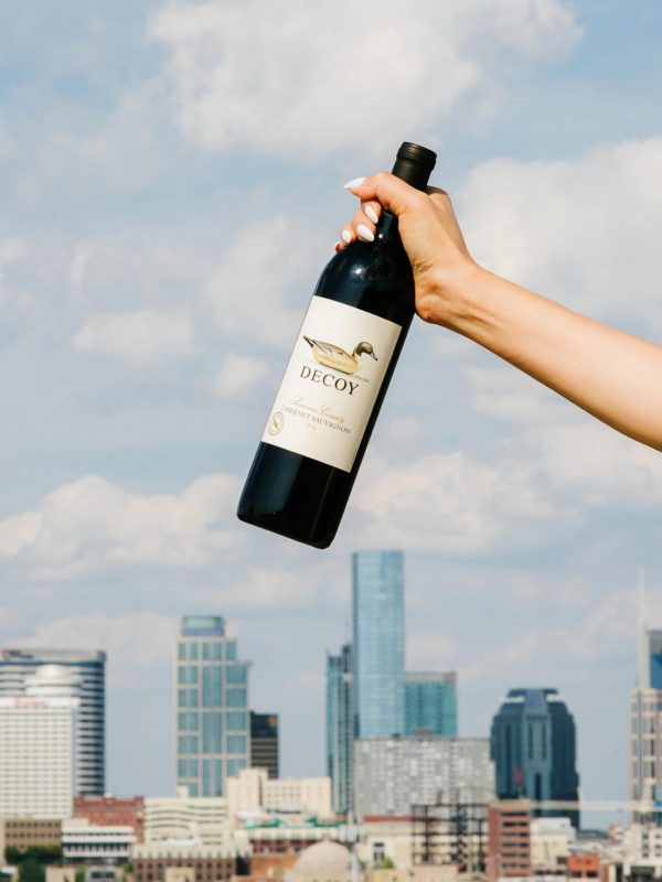 decoy wine with Nashville skyline
