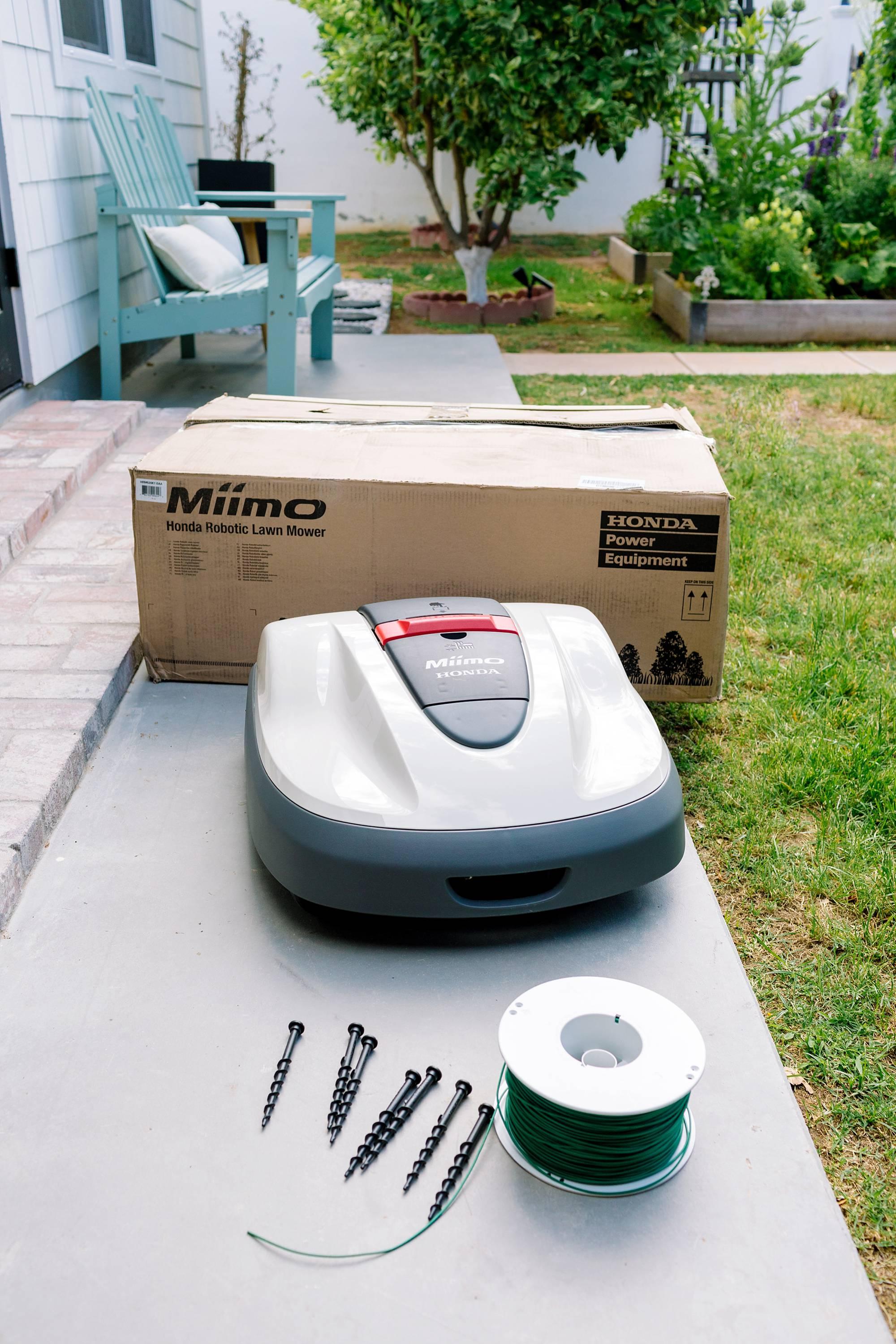 Robotic lawnmower Honda Miimo