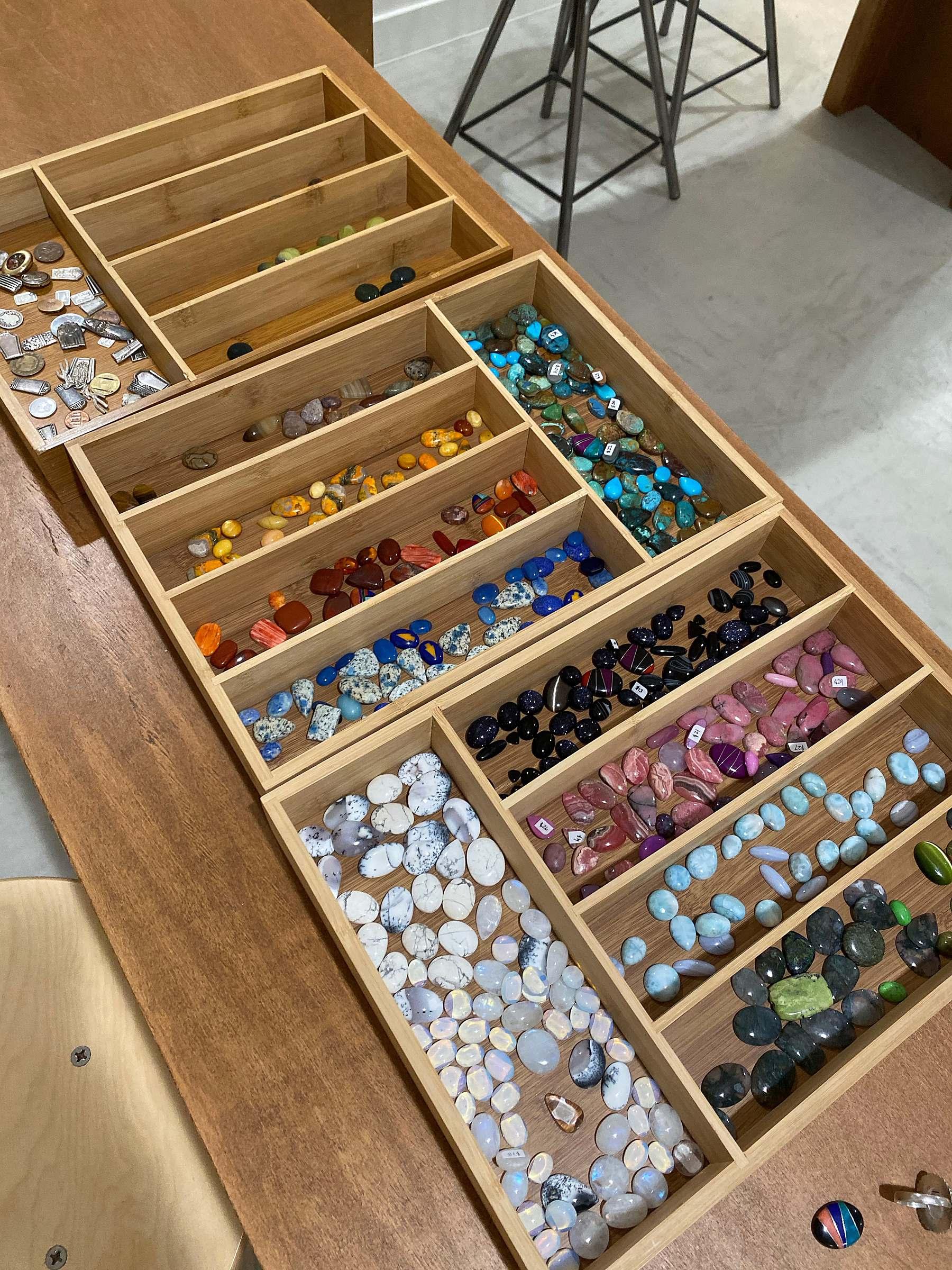 evora jewelry co in Gilbert make your own ring for a fun girls night in phoenix arizona area