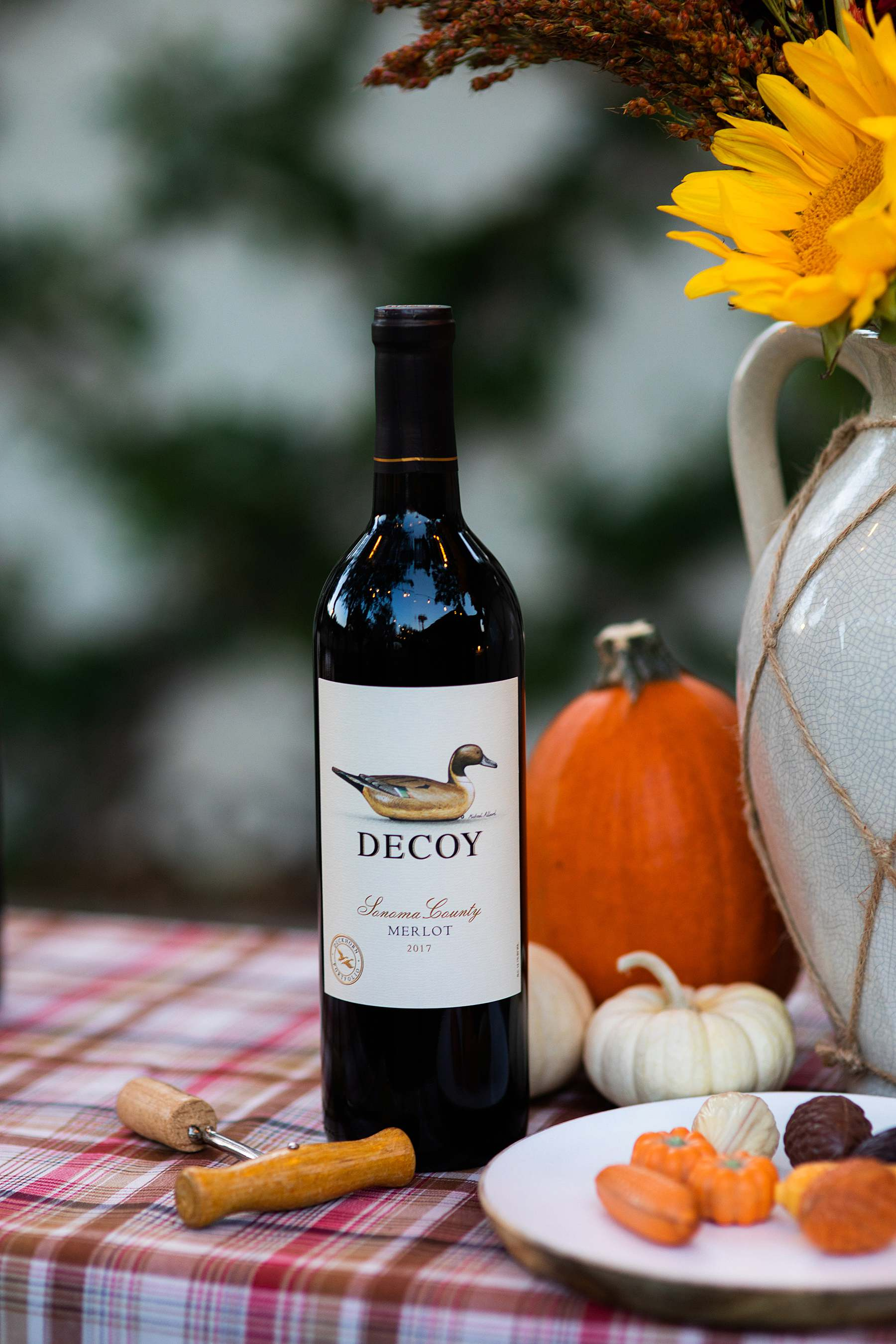 decoy wine on table Friendsgiving idea outdoor tablescape party
