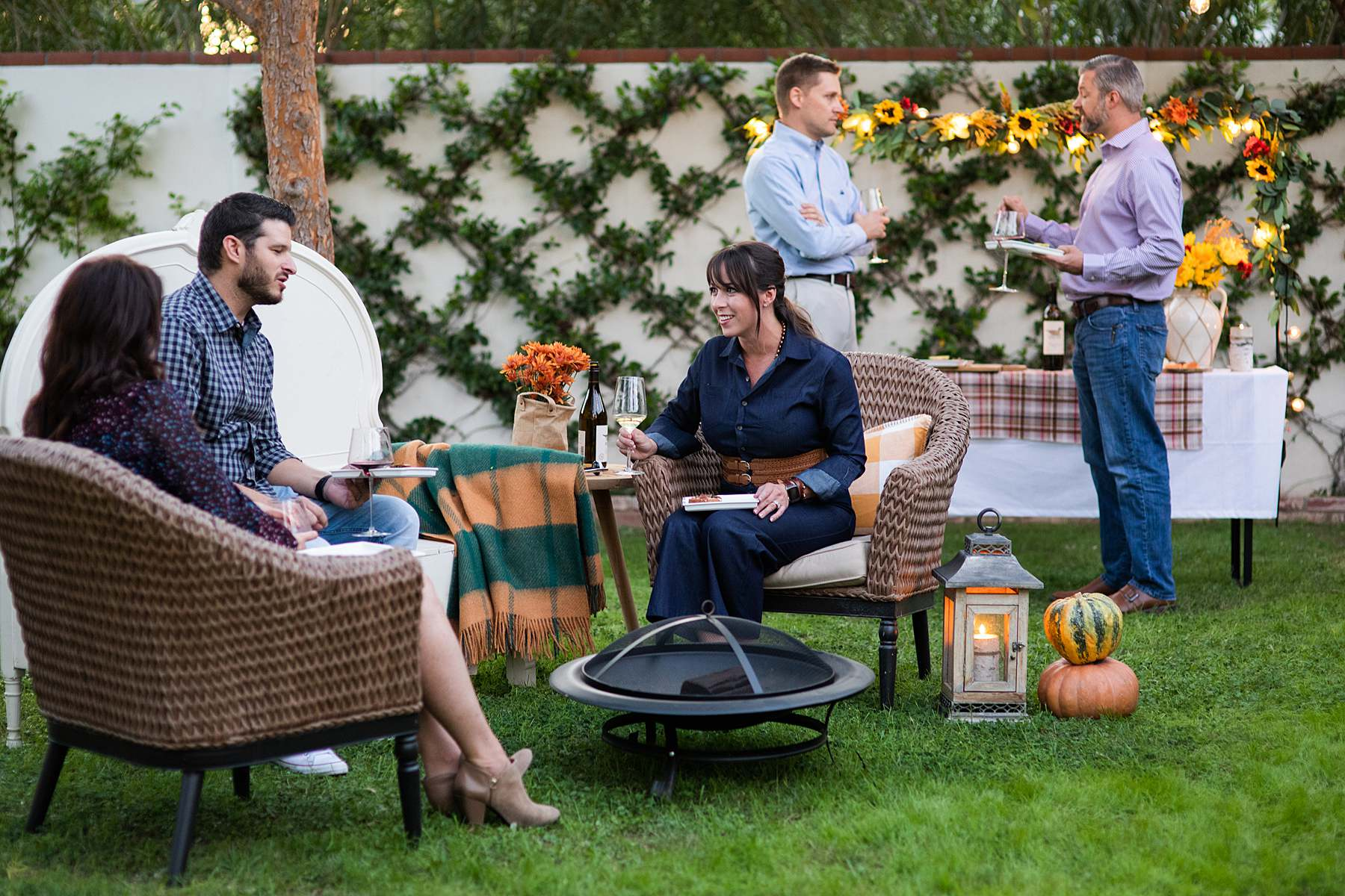 outdoor party gathering for thanksgiving fall evening backyard party decoy wine night party Friendsgiving outdoor party catch up - Diana Elizabeth blog phoenix lifestyle entertaining hostess blogger
