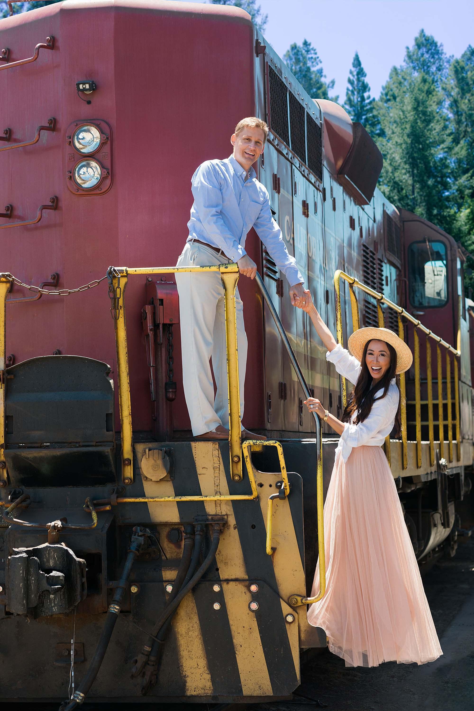 Diana Elizabeth lifestyle phoenix blogger skunk train photo fort Bragg