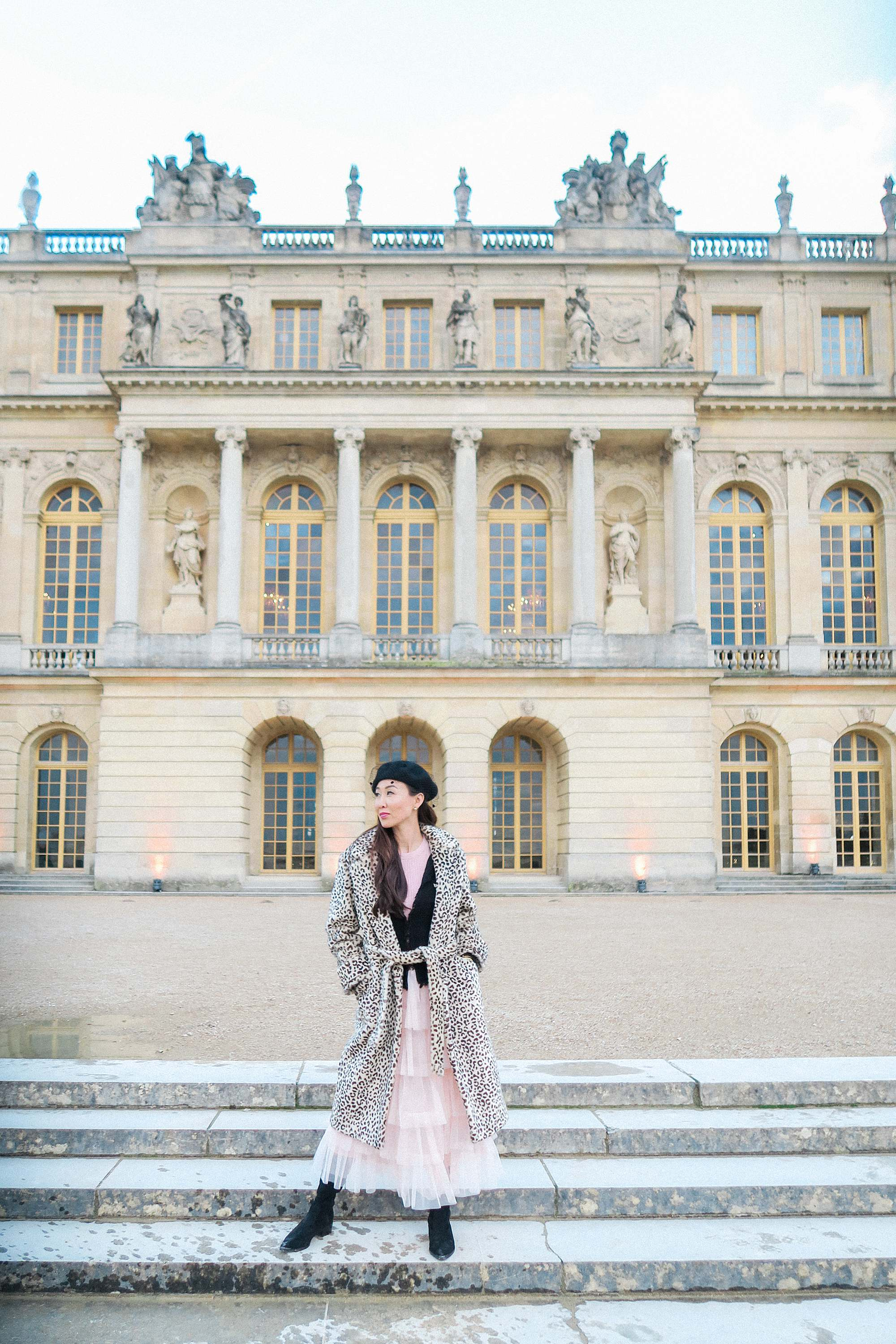 how to dress stylishly and comfortable while traveling - traveling tips versailles France pink tutu