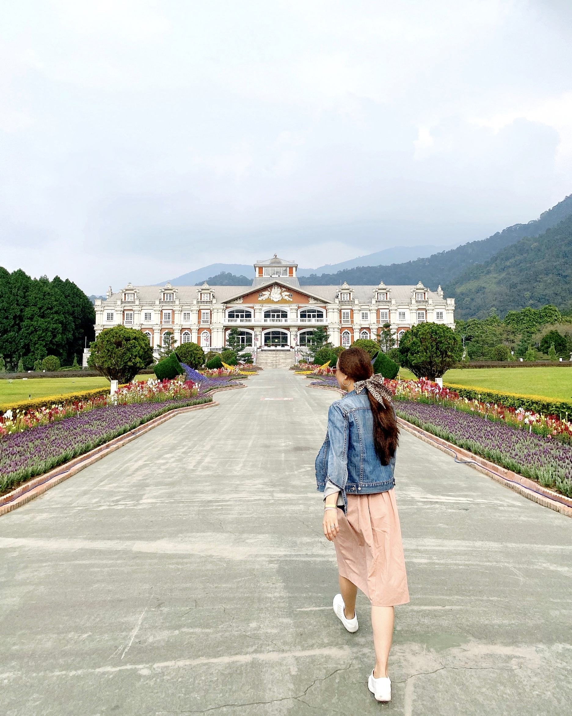 Taiwan indigenous people park looks like a French estate!