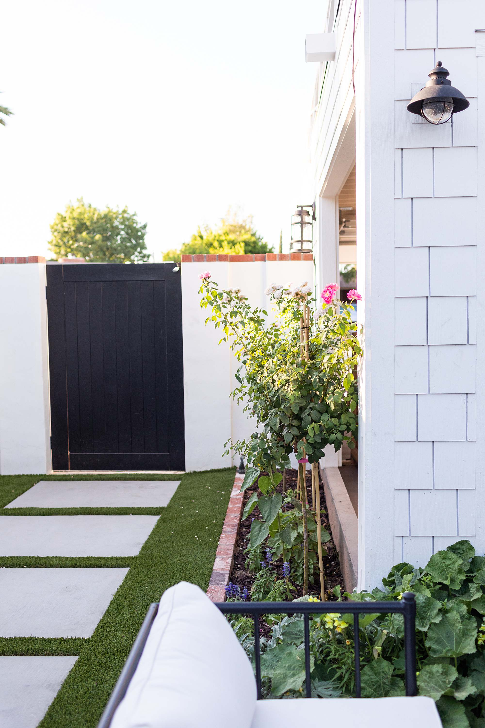 black gate garden artificial turf faux grass see AFTER photos of this new #garden area