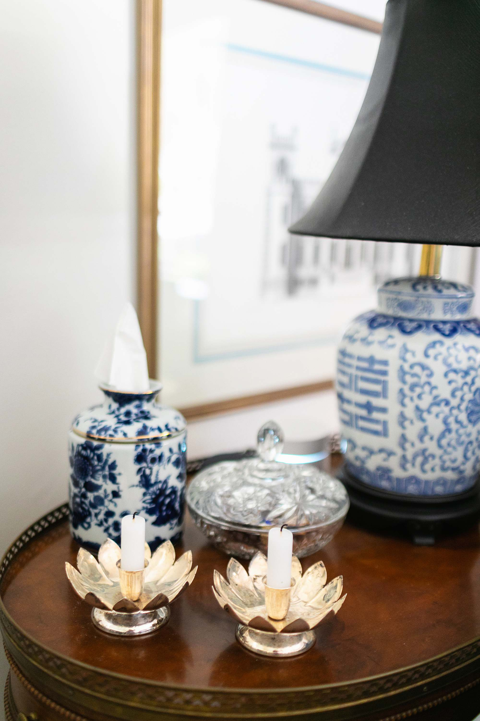 blue and white porcelain ceramic ginger jar style Kleenex box traditional all American living room