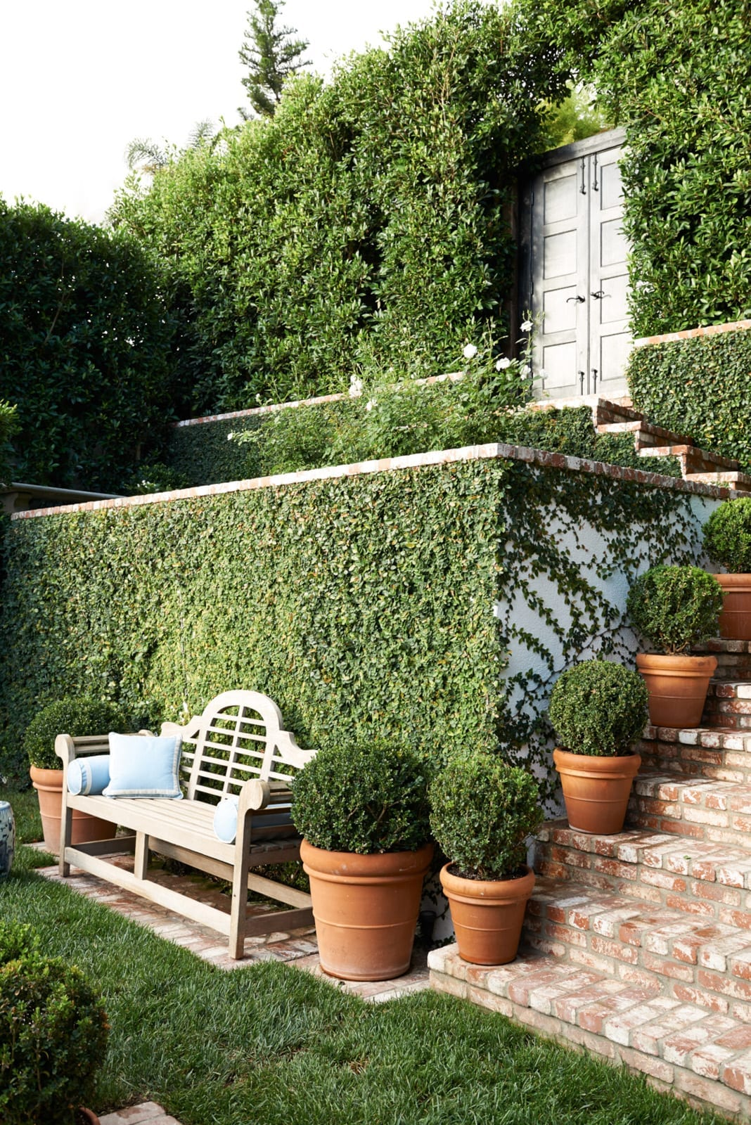mark d sikes blue and white greenery backyard inspiration